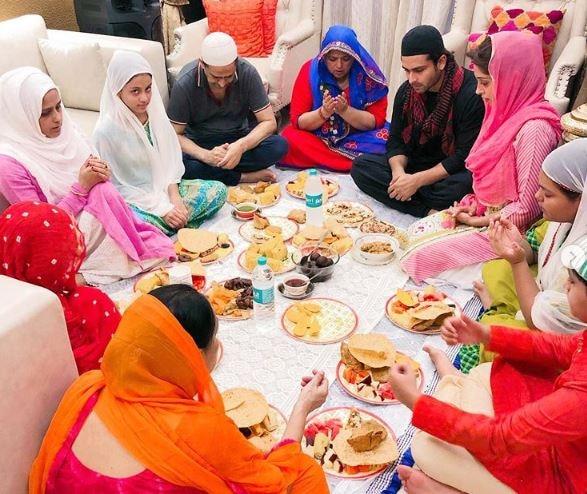 Ramadan 2019: Dipika Kakar-Shoaib Ibrahim enjoy Iftaar with and his entire family at home!