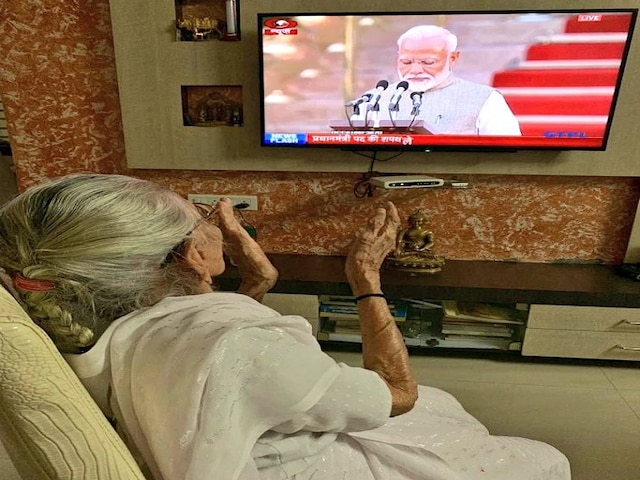 Overjoyed mother Hiraba Modi claps as son Narendra Modi becomes Prime Minister