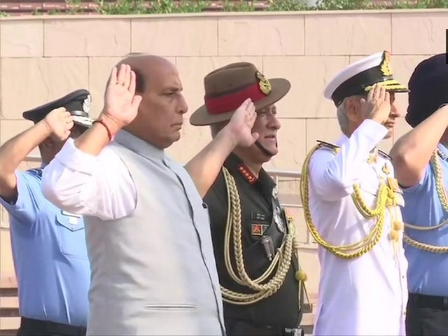On the day of taking charge of office, Defence Minister Rajnath visits War Memorial