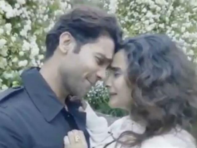 Rajkummar Rao, girlfriend Patralekhaa recreate iconic Dilwale Dulhaniya Le Jayenge scene
