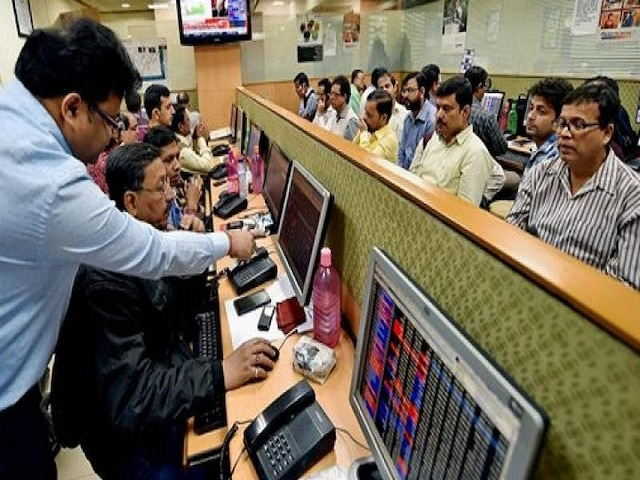Share Market Update: Sensex succumbs to fag-end sell-off, Nifty below 11,850 mark; banking stocks slip