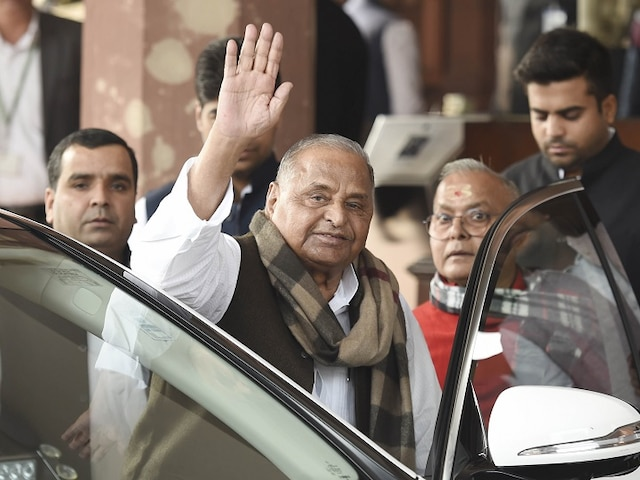 Mulayam Singh hospitalised after complain of urinary retention; operation likely today