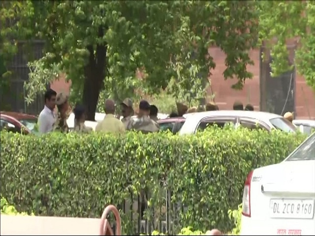 Delhi: Head constable of RAC shoots himself dead outside Finance Ministry