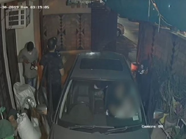 Family robbed at gunpoint inside house in Delhi's Gujranwala; incident captured in CCTV