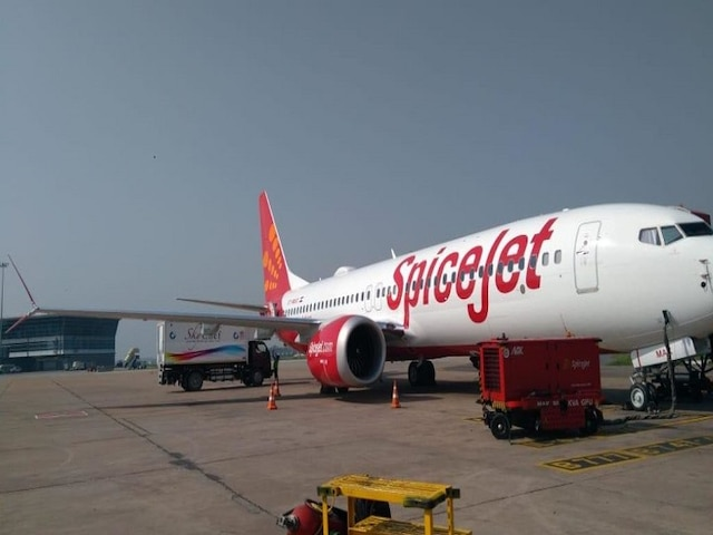SpiceJet's stranded plane cleared from grass area at Mumbai airport