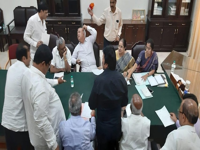 8 MLAs Of Karnataka's Congress-JDS Coalition To Meet Speaker