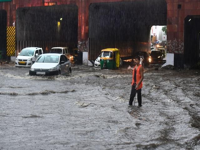 Delhi heavy rains waterlogging monsoon traffic jam