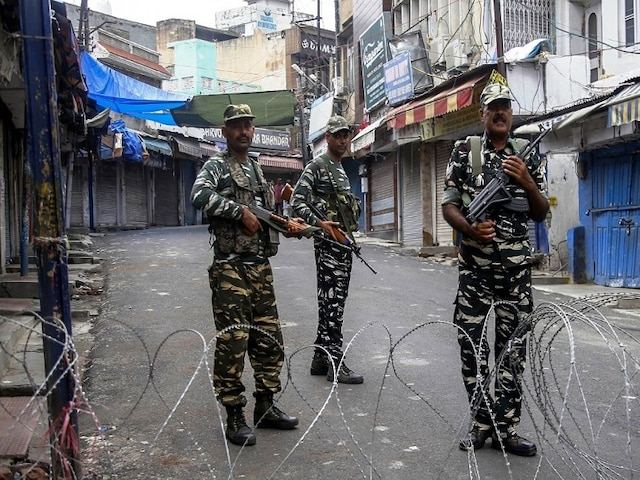 Restrictions Eased In Kashmir To Allow Friday Prayers In Local Mosques