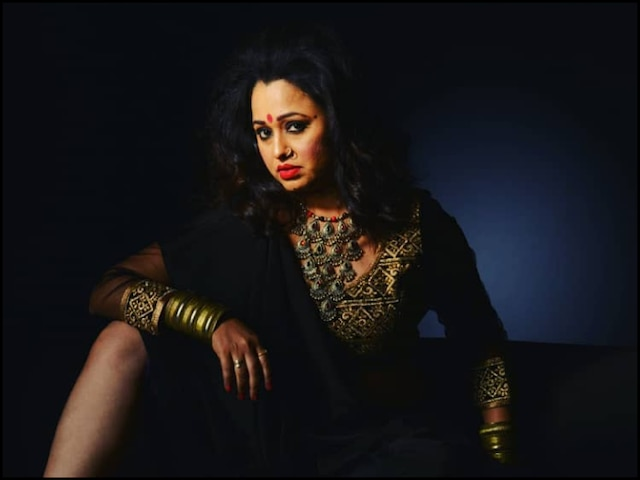 Taarak Mehta Ka Ooltah Chashmah's Madhavi Bhide Aka Sonalika Joshi Turns VAMP For Her Photo-shoot (See PICS)