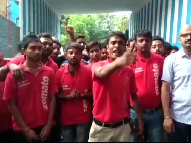 Zomato Courts Fresh Controversy; Delivery Boys To Go On Strike From Monday Against Delivering Beef, Pork