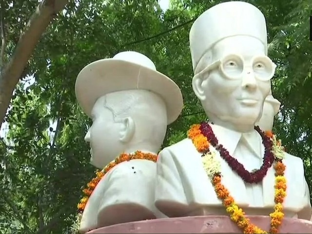 BJP, Congress Lock Horns Over Savarkar's Bust In Delhi University