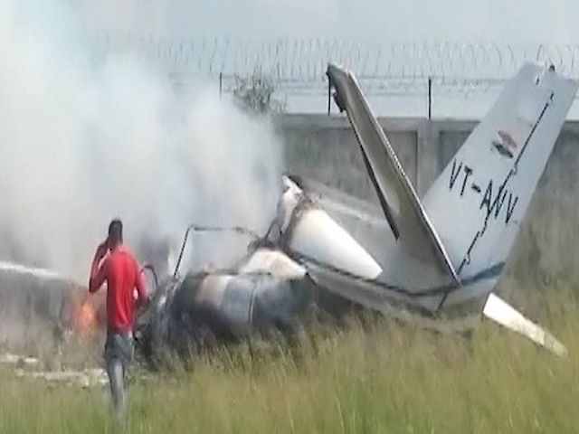 Aligarh Plane Crash: Trainer Aircraft VT-AVV Crashes At Dhanipur Airstrip, Crew Make Narrow Escape