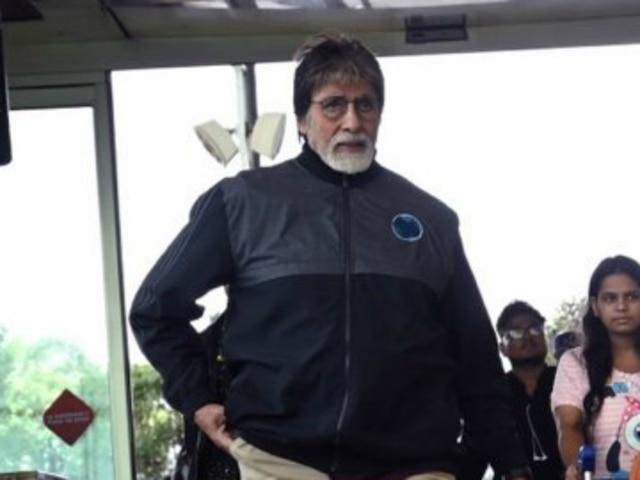 Amitabh Bachchan Wraps Up Nagraj Manjule's 'Jhund'! See Picture!
