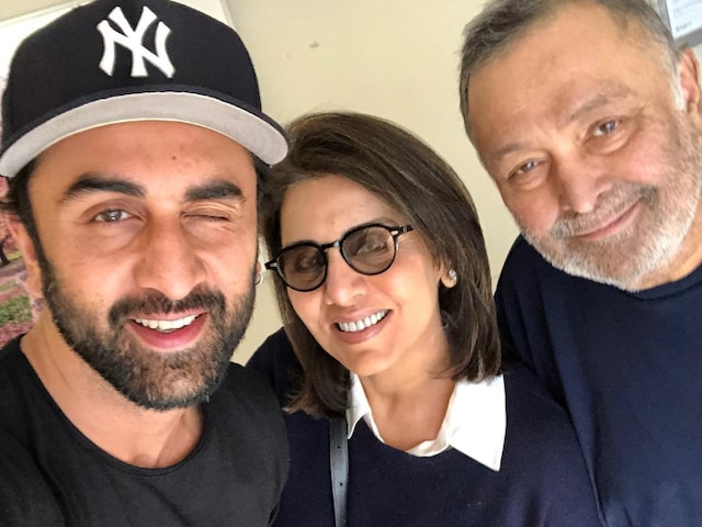 'Ranbir Kapoor Had Tears In Eyes'- Neetu REVEALS Son's REACTION On Rishi Kapoor's Cancer