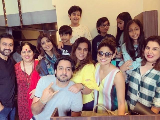 PIC: Farah Khan Enjoys Sunday Brunch With Shilpa Shetty & Raj Kundra