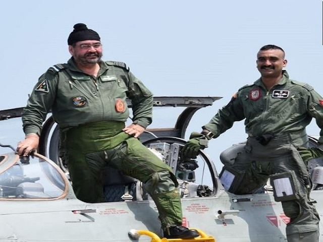 Wing Commander Abhinandan Flies Mig-21 With Air Chief Dhanoa