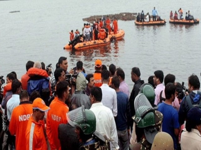 Andhra Pradesh: Tourist Boat Carrying Over 50 People Capsizes In Godavari River, Several Feared Drowned