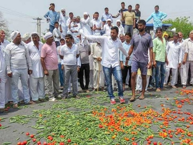 Farmers Protest: Farmers Marching Towards Delhi Demanding Loan Waiver, Settlement Of Dues Stopped At UP Border