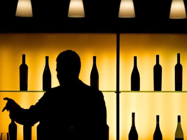 6 Held For Illegal Liquor Party At Gurgaon Farmhouse