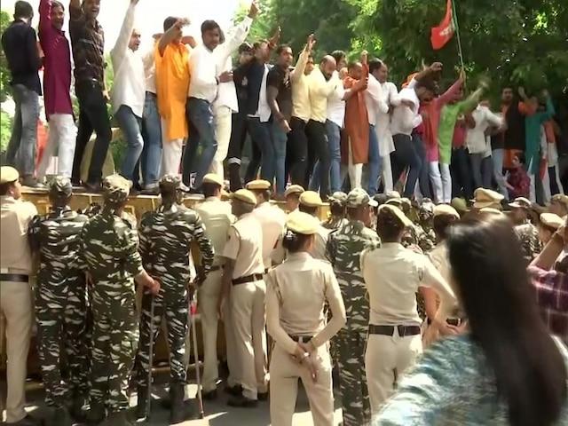 BJP Purvanchal Morcha Protest Outside Kejriwal Residence In Delhi Over NRC