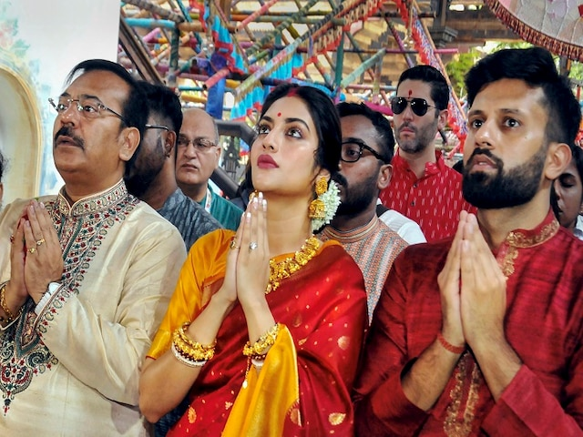 Nusrat Jahan Slammed By Islamic Cleric Over Her Durga Puja Celebrations; Asked To Change Name