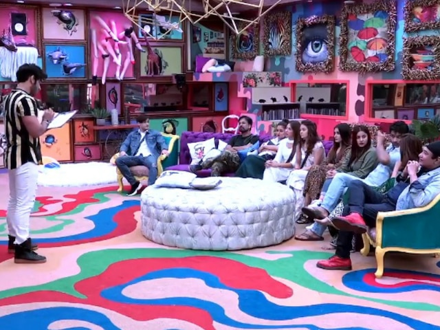 Bigg Boss 13: Doctors visited the BB 13 house to treat Asim Riaz and Abu Malik for the skin burns & chemical reactions they suffered with Devoleena Bhattacharjee using beach powder and mirchi powder during task