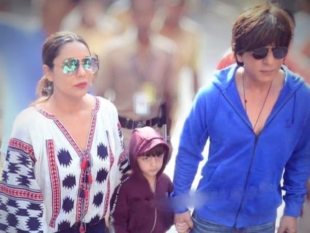 PIC: Shah Rukh Khan Celebrates Diwali With Gauri Khan & AbRam Khan