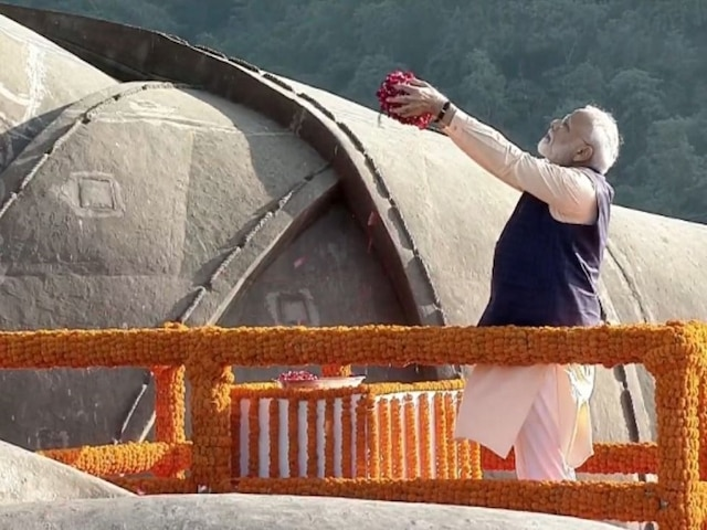 PM Modi Pays Tribute To Sardar Patel At Statue Of Unity On 144th Birth Anniversary