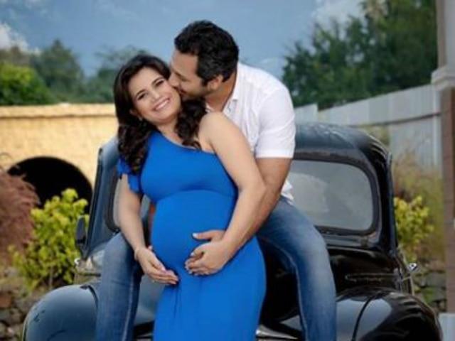 'Taarak Mehta Ka Ooltah Chashmah' Actress Priya Ahuja Aka 'Rita Reporter' Shares Pictures From Maternity Shoot; Flaunts Baby Bump!