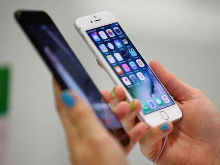 iPhone 12 Remains Awaited! Heartbroken Fans React With Hilarious Memes & Jokes To Lighten Mood