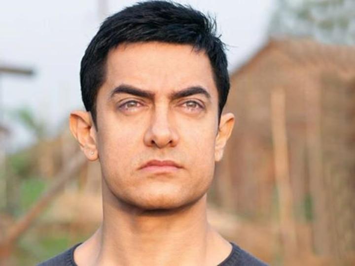 Aamir Khan in Kone Banega Karore Pati Stage   HD Wallpapers