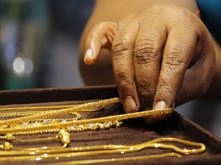 Gold Prices Decline To Rs 48 100 Per 10
