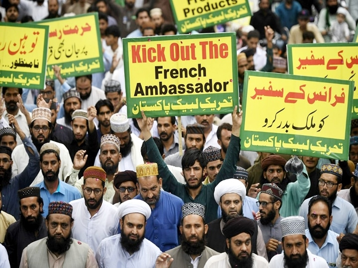 In Pics Kick Out French Ambassador Protests Erupt In Pakistan Against Charlie Hebdo Reprinting Prophet Muhammad