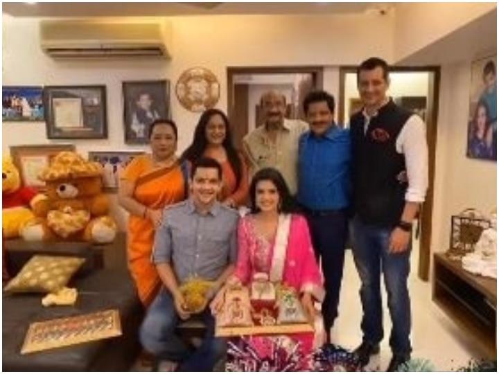 Aditya Narayan-Shweta Agarwal's Roka Ceremony PIC Goes VIRAL; Couple To Get Married On December 1!