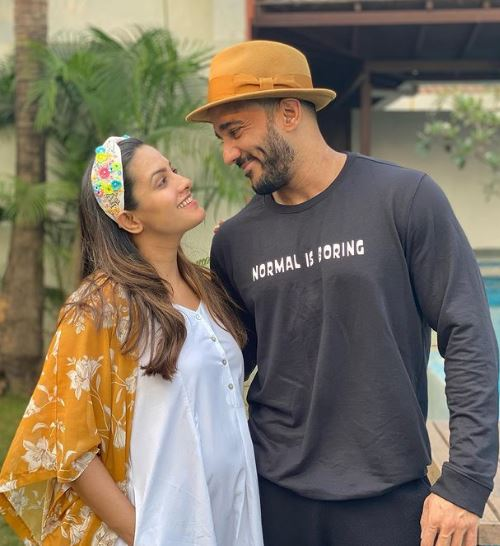 Soon To Be Mom Anita Hassanandani Flaunts Her Baby Bump In A Black SWIMSUIT, See PIC