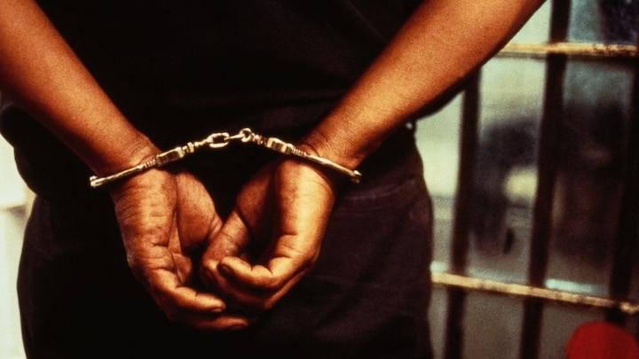 मथुरा: बस में सवारियों से लूटपाट करने वाले तीन बदमाश गिरफ्तार, लूटा गया कैश बरामद