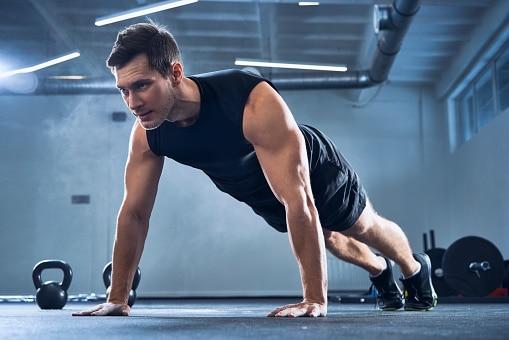 Nutrition For Men's Health: पुरुषों के स्वास्थ्य के लिए जरूरी विटामिन और मिनरल्स, इन बीमारियों का होता है खतरा