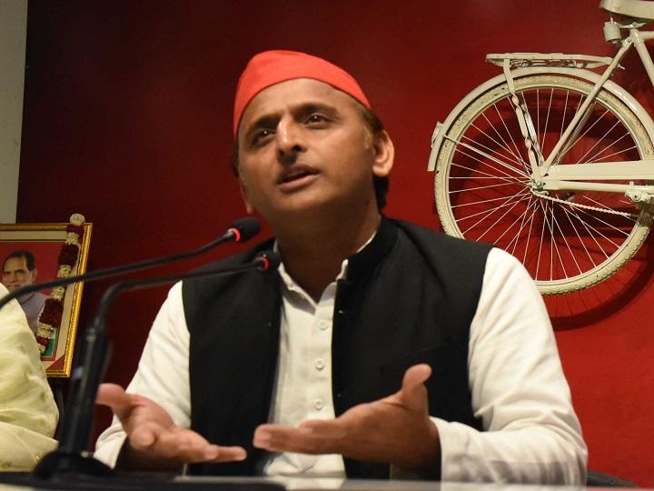 Akhilesh yadav target Yogi Government on Mobile phone ban in Covid hospital