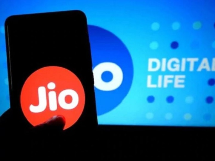 Reliance Jio came forward amid Corona crisi