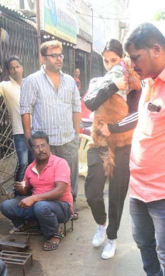 IN PICS: कुत्ते को गोद में उठाए दिशा पाटनी की ये CUTE तस्वीरें हो रही वायरल