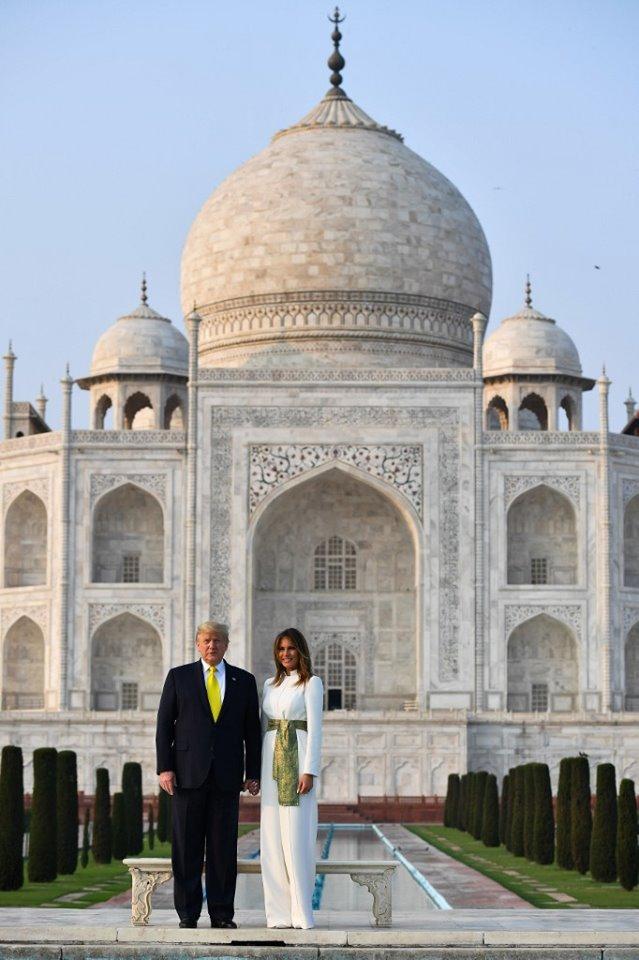 PHOTOS: डॉनल्ड ट्रंप ने पत्नी के साथ किया ताज का दीदार, बेटी इवांका ने भी खिंचवाई तस्वीरें