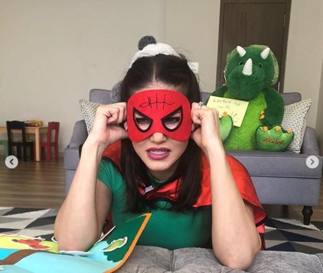 Photos: सनी लियोनी ने इमरजेंसी मास्क के लिए चेहरे पर पहना डायपर, तेजी से वायरल हो रही हैं ये तस्वीरें