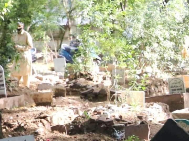 Coronavirus effect, graves is being dug ten feet deep in lucknow Doliganj cemetery instead of 5 ANN