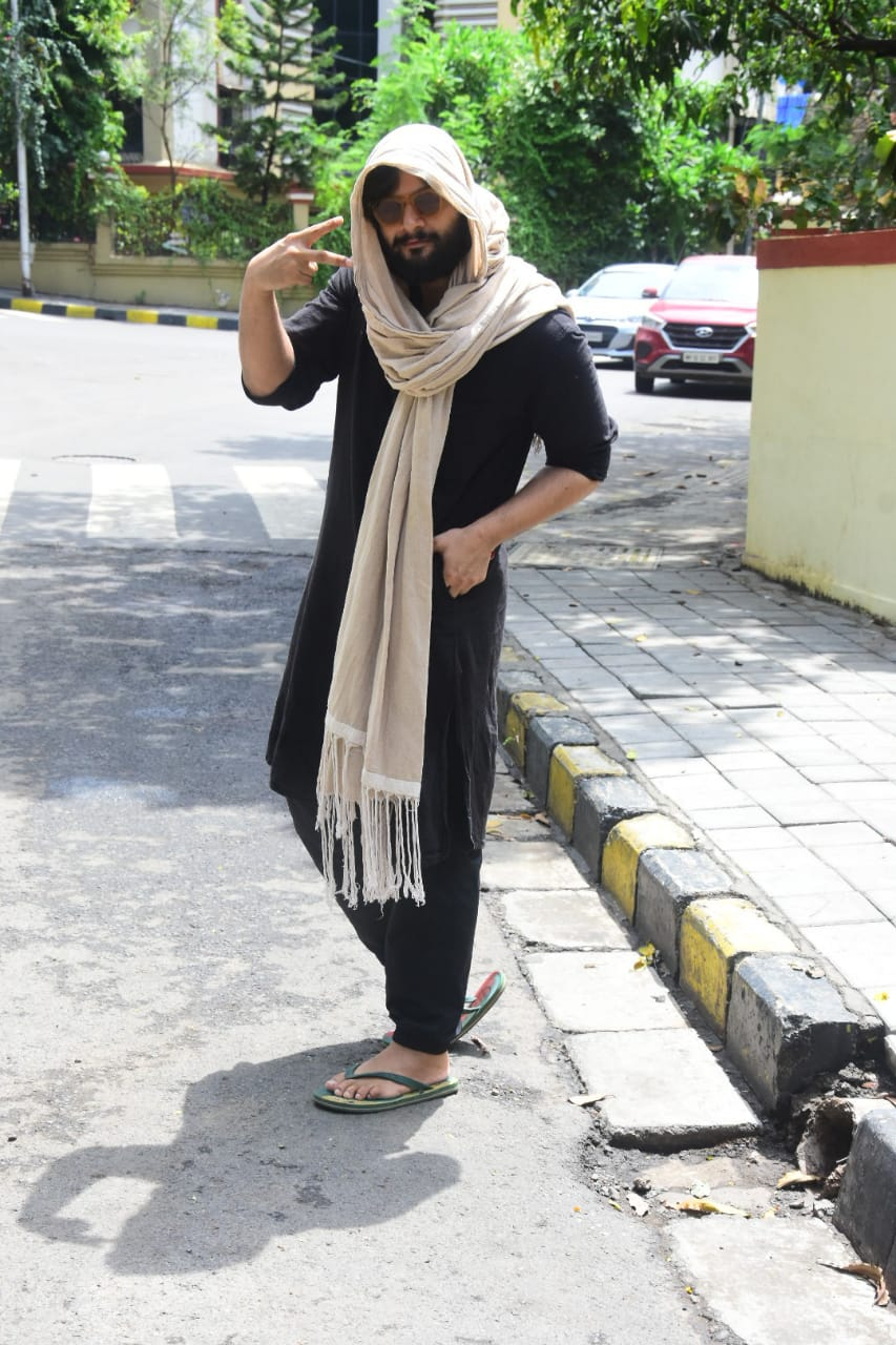 In pics: 'Guddu Bhaiya' spotted in this style after lockdown