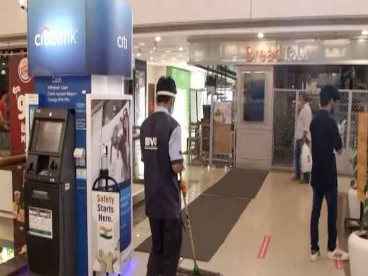 Entries in the malls of Delhi after getting details thermal screening and disinfecting ANN