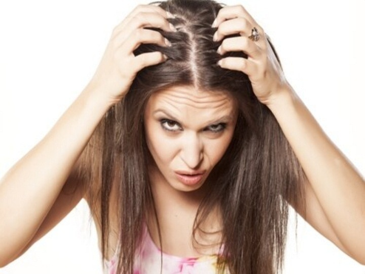 Do not make these mistakes while applying oil to your hair