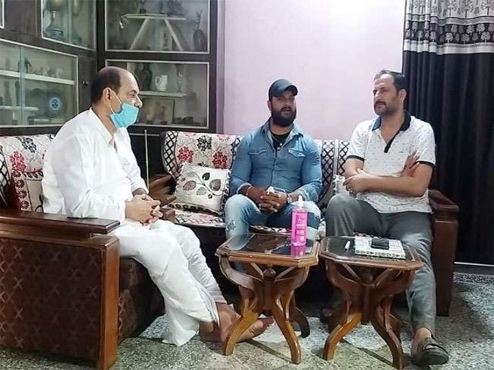 Khesarilal Yadav visited Sushant Singh Rajput's family, said- Bollywood has nepotism