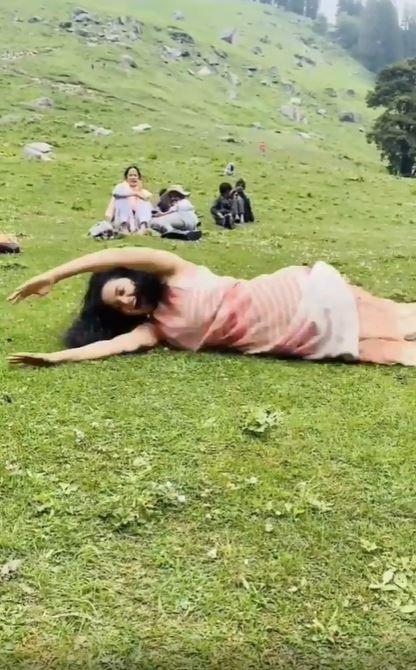 In Pics: कंगना रनौत परिवार के साथ मनाली में मना रही हैं पिकनिक, मस्ती-मजा करते सामने आई ये बेहतरीन तस्वीरें