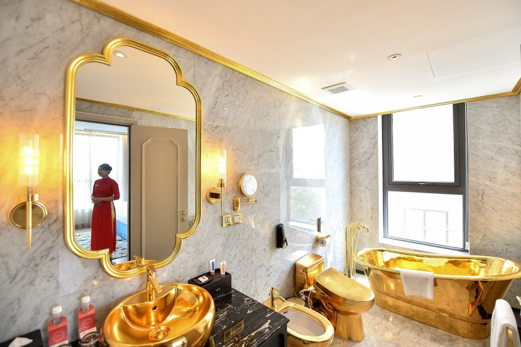 IN PICS: Have you seen a hotel made of 'Gold' in Vietnam, the bathroom is also gold