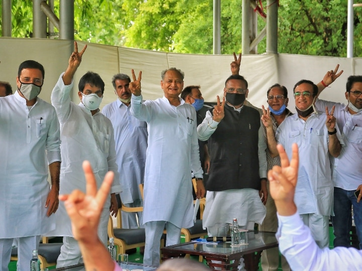 Rajasthan Politics: CM Ashok Gehlot flashes victory sign during a meeting with Congress MLA